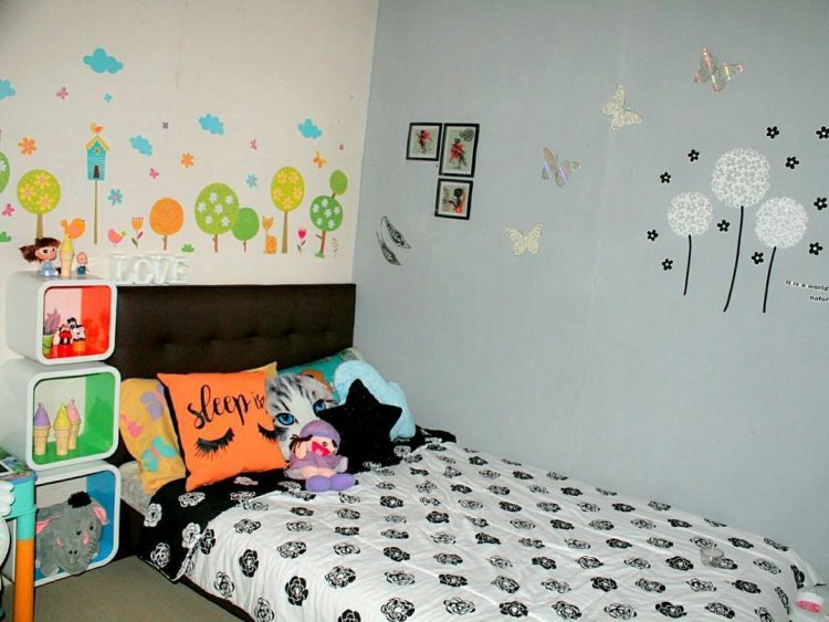 wallpaper dinding kamar anak hello kitty