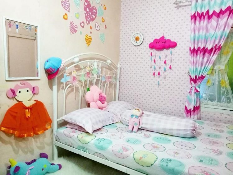hiasan dinding kamar hello kitty