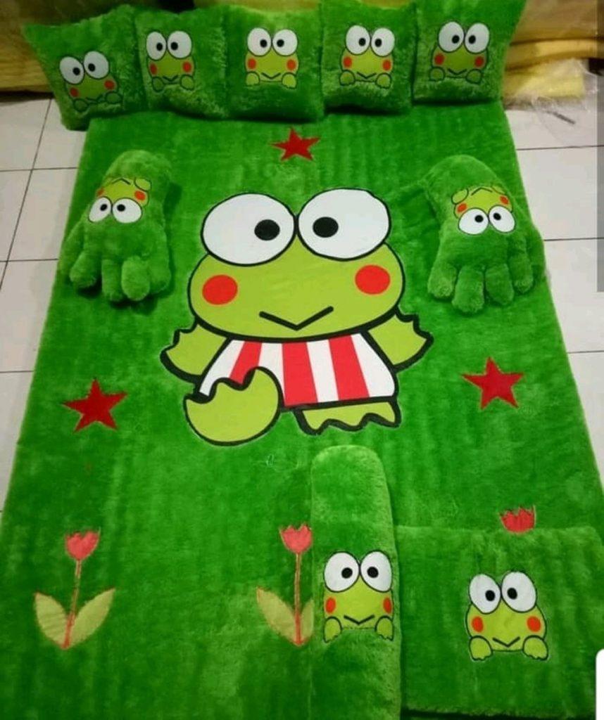 karpet bulu karakter hijau
